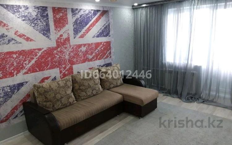 1-комнатная квартира, 37 м², 5/10 этаж посуточно, 11 мкр за 6 000 〒 в Актобе, мкр 11