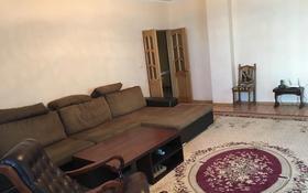 2-комнатная квартира, 87 м², 6/9 этаж помесячно, ул Кулманова 1 за 250 000 〒 в Атырау