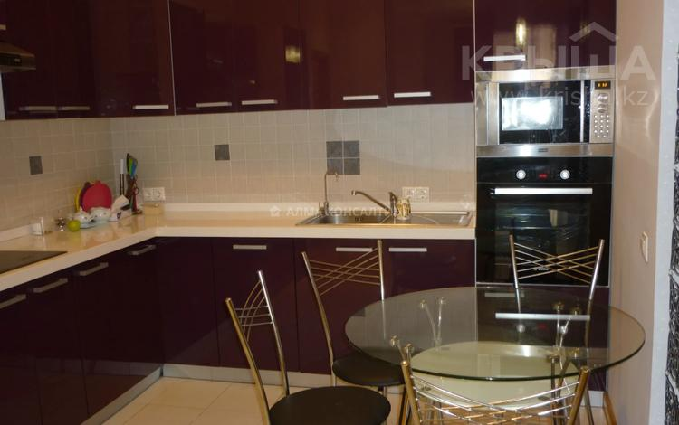 2-комнатная квартира, 100 м², 1/7 этаж помесячно, Фурманова 301 за 350 000 〒 в Алматы, Медеуский р-н