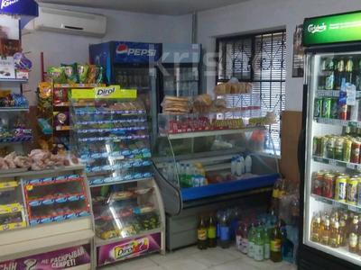 Магазин площадью 41.7 м², Азаттык 138 за 13 млн 〒 в Атырау