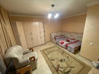 1-комнатная квартира, 65 м², 2/5 этаж посуточно, Абу Бакира Кердери 77 за 6 999 〒 в Уральске