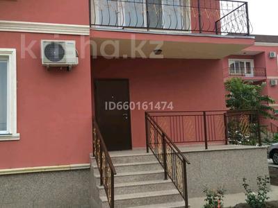 3-комнатная квартира, 127 м², 1/3 этаж помесячно, Абылхаир хана 7 за 300 000 〒 в Атырау — фото 10