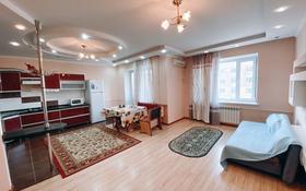 2-комнатная квартира, 90 м², 4 этаж посуточно, Молдагуловой 50б за 11 999 〒 в Актобе