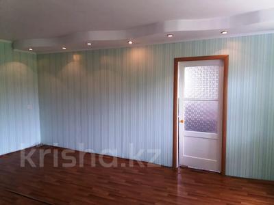 2-комнатная квартира, 40 м², 2/3 этаж, Толстого 34 за 2.6 млн 〒 в Риддере — фото 3