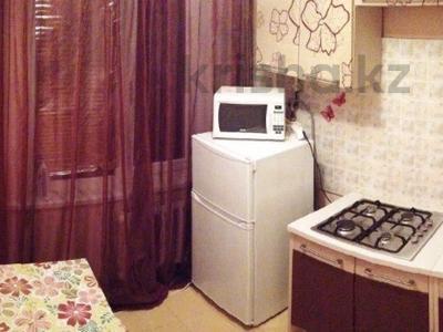 1-комнатная квартира, 45 м², 3/5 этаж посуточно, Авангард-3 76 за 6 000 〒 в Атырау, Авангард-3 — фото 2