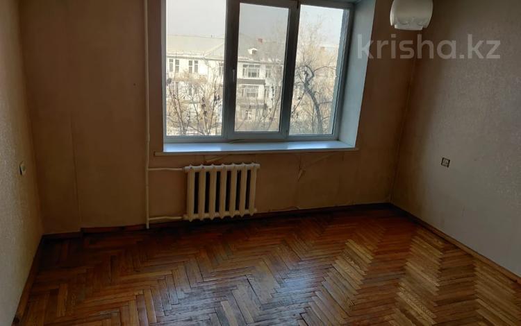 2-комнатная квартира, 61 м², 4/5 этаж, мкр Алмагуль, Утепова за 29.9 млн 〒 в Алматы, Бостандыкский р-н