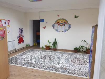 9-комнатный дом помесячно, 400 м², 10 сот., Абылай хана — Айнакол за 400 000 〒 в Нур-Султане (Астана), Алматы р-н — фото 16