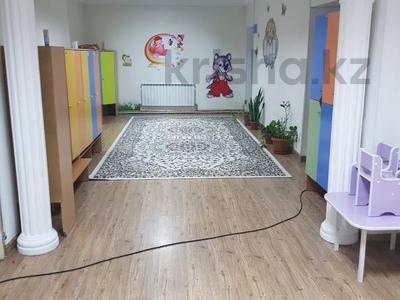 9-комнатный дом помесячно, 400 м², 10 сот., Абылай хана — Айнакол за 400 000 〒 в Нур-Султане (Астана), Алматы р-н — фото 2