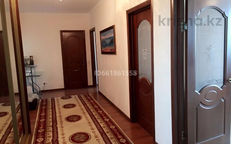 2-комнатная квартира, 70 м², 8/12 этаж, Тлендиева 15/1 за 21 млн 〒 в Нур-Султане (Астана), Сарыарка р-н