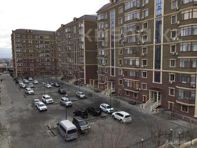 2-комнатная квартира, 80 м², 7/9 этаж помесячно, Шохана Уалиханова 13Б за 250 000 〒 в Атырау