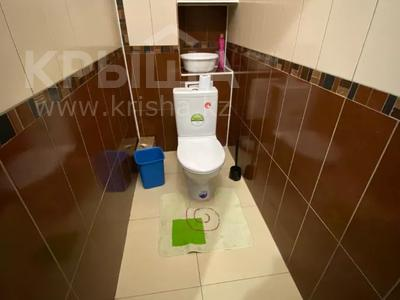 2-комнатная квартира, 80 м², 7/9 этаж помесячно, Шохана Уалиханова 13Б за 250 000 〒 в Атырау — фото 6