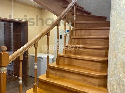 7-комнатный дом, 270 м², 12 сот., мкр 12 за 65 млн 〒 в Актобе, мкр 12