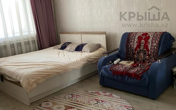 2-комнатная квартира, 57 м², 3/9 этаж на длительный срок, Шакарима 15 — Кабанбай батыр за 100 000 〒 в Семее