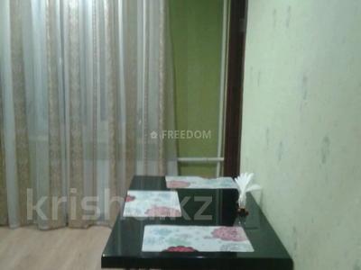1-комнатная квартира, 38 м², 2/9 этаж посуточно, Жаяу Мусы 1 — Кутузова за 5 500 〒 в Павлодаре — фото 2