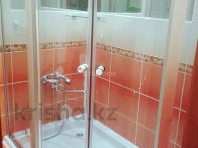 1-комнатная квартира, 38 м², 2/9 этаж посуточно, Жаяу Мусы 1 — Кутузова за 5 500 〒 в Павлодаре — фото 5