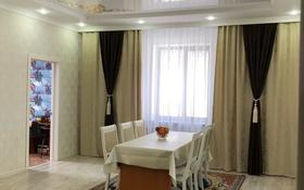 7-комнатный дом помесячно, 180 м², 10 сот., Тихоненко 110 за 700 000 〒 в Аксае