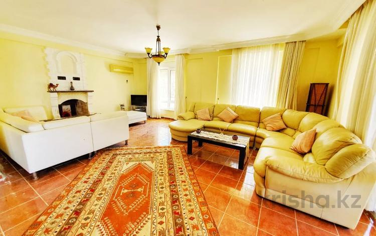 4-комнатный дом, 380 м², 3 сот., Аланья 37 за 59.5 млн 〒