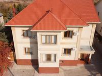 12-комнатный дом помесячно, 700 м², 16 сот.
