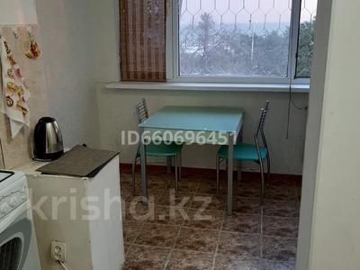 3-комнатная квартира, 70 м², 2/5 этаж посуточно, 14-й мкр 22 за 10 000 〒 в Актау, 14-й мкр — фото 5