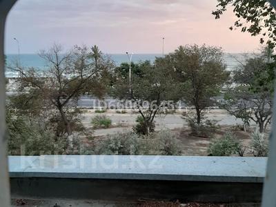 3-комнатная квартира, 70 м², 2/5 этаж посуточно, 14-й мкр 22 за 10 000 〒 в Актау, 14-й мкр — фото 2