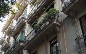 3-комнатная квартира, 62 м², 2/5 этаж, Concell de Cent 198 за 135 млн 〒 в Барселоне