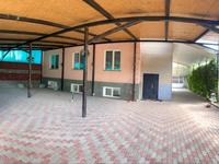 9-комнатный дом, 310 м², 10 сот.