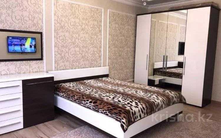 2-комнатная квартира, 70 м², 6/21 этаж помесячно, Брусиловского 167 за 180 000 〒 в Алматы, Бостандыкский р-н