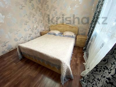 3-комнатная квартира, 65 м², 2/5 этаж посуточно, Мухита 129 за 11 999 〒 в Уральске — фото 2