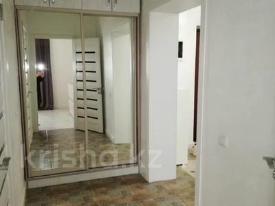 2-комнатная квартира, 80 м² на длительный срок, Аль-Фараби 21 за 450 000 〒 в Алматы