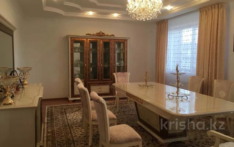 7-комнатный дом, 290 м², 10 сот., Мкр. Саркамыс за 45 млн 〒 в Атырау