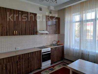 4-комнатный дом помесячно, 112 м², Никола Тесла — проспект Кабанбай Батыра за 200 000 〒 в Нур-Султане (Астана), Есиль р-н — фото 2