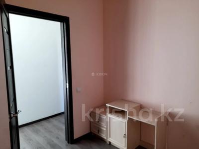 4-комнатный дом помесячно, 112 м², Никола Тесла — проспект Кабанбай Батыра за 200 000 〒 в Нур-Султане (Астана), Есиль р-н — фото 8