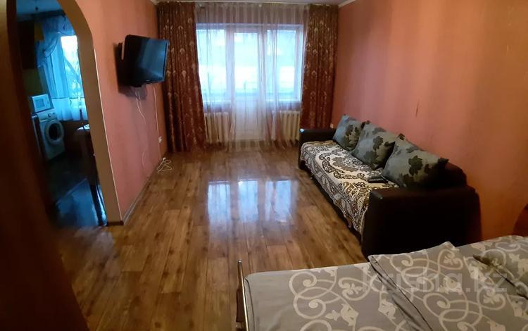 1-комнатная квартира, 35 м², 3/5 этаж посуточно, Урицкого 74 за 4 000 〒 в Павлодаре