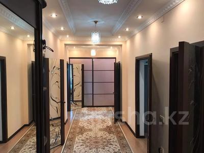 4-комнатная квартира, 131 м², 2/2 этаж помесячно, ул. Хакимова 1 за 300 000 〒 в Атырау