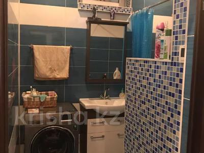 4-комнатная квартира, 131 м², 2/2 этаж помесячно, ул. Хакимова 1 за 300 000 〒 в Атырау — фото 10