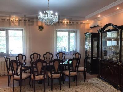 4-комнатная квартира, 131 м², 2/2 этаж помесячно, ул. Хакимова 1 за 300 000 〒 в Атырау — фото 2