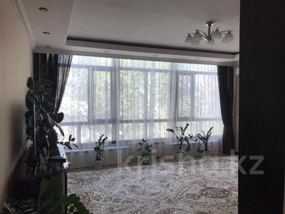 4-комнатная квартира, 131 м², 2/2 этаж помесячно, ул. Хакимова 1 за 300 000 〒 в Атырау — фото 3