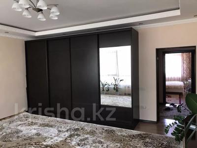 4-комнатная квартира, 131 м², 2/2 этаж помесячно, ул. Хакимова 1 за 300 000 〒 в Атырау — фото 4
