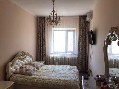 4-комнатная квартира, 131 м², 2/2 этаж помесячно, ул. Хакимова 1 за 300 000 〒 в Атырау — фото 5