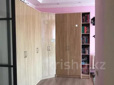 4-комнатная квартира, 131 м², 2/2 этаж помесячно, ул. Хакимова 1 за 300 000 〒 в Атырау — фото 8