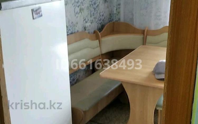 2-комнатная квартира, 58 м², 3/5 этаж, 19 мкр 165 за 6.7 млн 〒 в Экибастузе