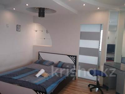 2-комнатная квартира, 72 м², 33/36 этаж посуточно, Достык 5 — Сауран за 12 500 〒 в Нур-Султане (Астана), Есиль р-н
