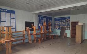 Здание, площадью 1868 м², Библиотечная 1 за 56 млн 〒 в Караганде, Октябрьский р-н