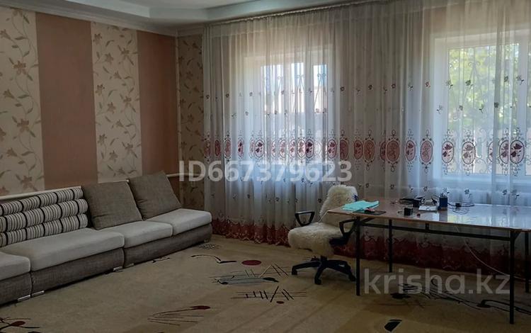 6-комнатный дом, 219 м², 9 сот., Желтоксан 188 — Ташкенская за 55 млн 〒 в Таразе