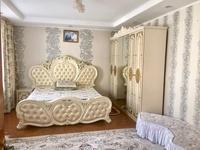 9-комнатный дом, 1800 м², 8 сот.