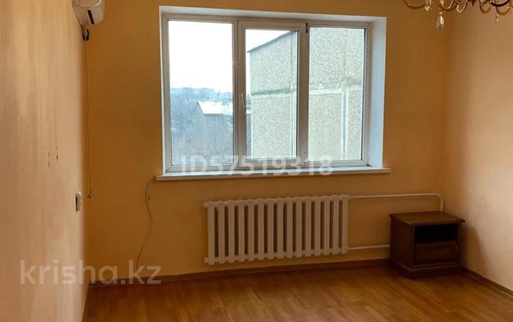 3-комнатная квартира, 70 м², 5/5 этаж помесячно, мкр Аксай-2 61 за 120 000 〒 в Алматы, Ауэзовский р-н