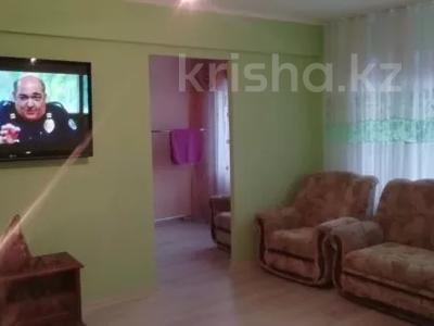 3-комнатная квартира, 70 м², 1/5 этаж посуточно, Казахстан 77 — Кабанбай за 13 000 〒 в Усть-Каменогорске