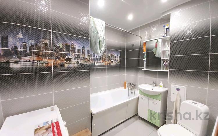 3-комнатная квартира, 63 м², 4/5 этаж, Тюленина 52 за 13 млн 〒 в Уральске