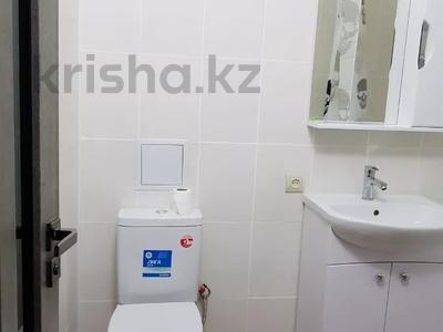 1-комнатная квартира, 40 м², 3/12 этаж помесячно, Сатпаева 90/20 — Тлендиева за 150 000 〒 в Алматы, Бостандыкский р-н — фото 10