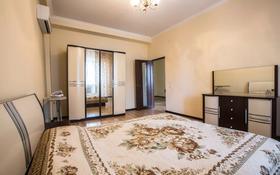 2-комнатная квартира, 70 м², 8/8 этаж посуточно, Валиханова 21 за 13 990 〒 в Атырау